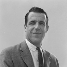 The Munsters 1964 portrait of Fred Gwynne in suit and tie not as Herman 8x10