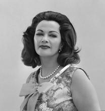 Yvonne De Carlo rare 1964 studio portrait The Munsters not as Lily 8x10 photo