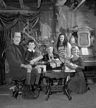 The Munsters Herman Lily Eddie Grandpa & Marilyn celebrate Christmas 8x10 photo