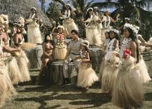 Blue Hawaii Elvis Presley surrounded by Hawaiian wedding dancers 5x7 inch photo