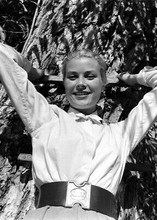 Grace Kelly beautiful smiling pose for cameras 5x7 inch photograph
