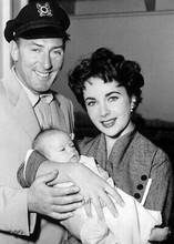 Elizabeth Taylor & husband Michael Wilding 1953 candid pose 5x7 inch photograph