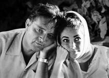 Elizabeth Taylor Richard Burton captured in romantic candid pose 5x7 photograph