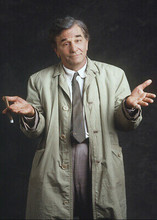 Peter Falk as Columbo wonderful candid publicity pose wearing raincoat 5x7 photo