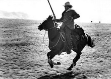 Tom Horn 1980 movie Steve McQueen cool pose riding hose holding rifle 5x7 photo