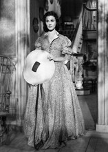 Vivien leigh as Scarlet full length holding hat Gone With The Wind 5x7 photo
