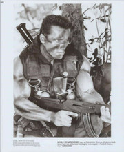 Arnold Schwarzenegger 1985 original 8x10 photo holding machine gun Commando