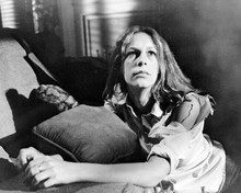 Halloween Jamie Lee Curtis as Laurie Strode looks up hiding by sofa 8x10 photo