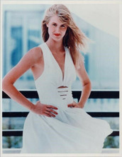 Laura Dern smiling pose in white dress hands on hips 8x10 photo