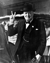 Winston Churchill iconic pose in suit doing Victory sign 8x10 photo