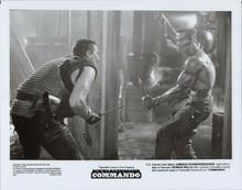 Commando 8x10 photo 1985 Arnold Schwarzenegger Vernon Wells fight scene