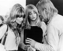 Shampoo 1974 director Hal Ashby talks to Julie Chrisstie & Goldie Hawn on set