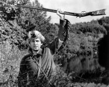 Fess Parker raises him hand holding rifle as Davy Crockett 8x10 inch photo