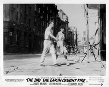 The Day the Earth Caught Fire Edward Judd Janet Munro on Fleet Street 8x10 photo