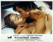 Witchfinder General Ian Ogilvy Hilary Dwyer in bed kissing 8x10 photo