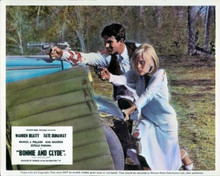 Bonnie and Clyde Warren Beatty Faye Dunaway fire guns at police 8x10 photo