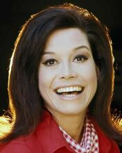 Mary Tyler Moore smiling first season portrait Mary Tyler Moore Show 8x10 photo