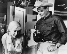 The Misfits Clark Gable drink in hand with Marilyn Monroe 8x10 inch photo