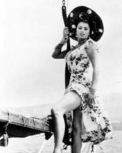 Sophia Loren leggy pin-up pose wearing big hat on yacht 8x10 inch photo