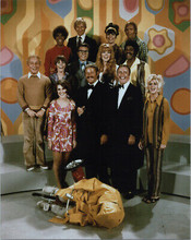 Rowan & Martin's Laugh-IN TV series 8x10 photo Goldie Hawn & full cast pose