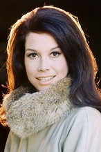 Mary Tyler Moore As Mary Richards Mary Tyler Moore 11x17 Mini Poster Fur Collar