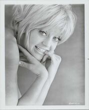 Goldie Hawn original 1970's 8x10 studio portrait photo smiling