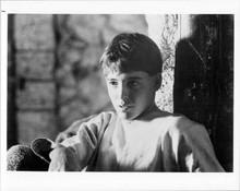 Matthew broderick sits in barn original 8x10 inch photo Ladyhawke
