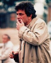 Peter Falk in his raincoat looking at crime scene 1970's Columbo 8x10 inch photo