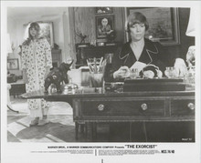 The Exorcist original 1974 8x10 photo Linda Blair Ellen Burstyn in study