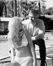 George Peppard as Banacek with buxom blonde in bikini by pool 8x10 inch photo