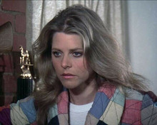 Lindsay Wagner uses her bionic ear to listen in The Bionic Woman 8x10 inch photo