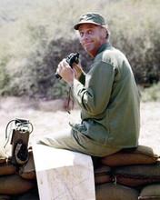 McLean Stevenson as Blake holding binoculars M.A.S.H TV series 8x10 inch photo