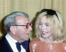 George Burns shares a laugh with Deborah Harry 1970's Hollywood event 8x10 photo