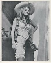 Raquel Welch original 8x10 photo in Mexican hat gunbelt over shoulder 100 Rifles