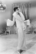 Mary Tyler Moore full length pose in robe and slippers 4x6 inch photo