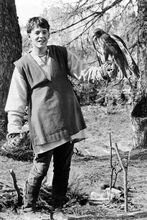 Matthew Broderick full length pose holding hawk from ladyhawke 4x6 inch photo