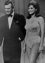 Raquel Welch & David Janssen make appearence on 1965 Hollywood Palace 5x7 photo