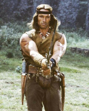 Arnold Schwarzenegger as Conan the Barbarian brandishing sword 8x10 inch photo