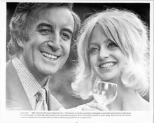 There's A Girl in My Soup 1970 original 8x10 photo Peter Sellers Goldie Hawn