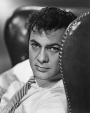 This is an image of Photograph & Poster of Tony Curtis 102894