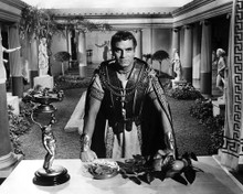 This is an image of Photograph & Poster of Laurence Olivier 103067
