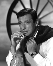 This is an image of Prints & Posters of Yves Montand 104123
