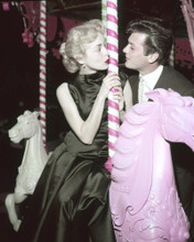 This is an image of Prints & Posters of Tony Curtis and Janet Leigh 201872