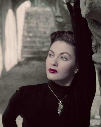 This is an image of Prints & Posters of Yvonne De Carlo 202233