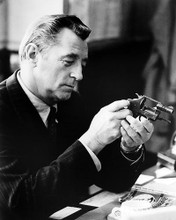 This is an image of Photograph & Poster of Robert Mitchum 100784