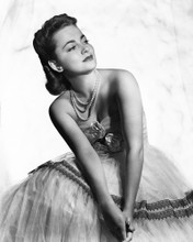 This is an image of Photograph & Poster of Olivia De Havilland 102344