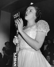 This is an image of Photograph & Poster of Judy Garland 102726