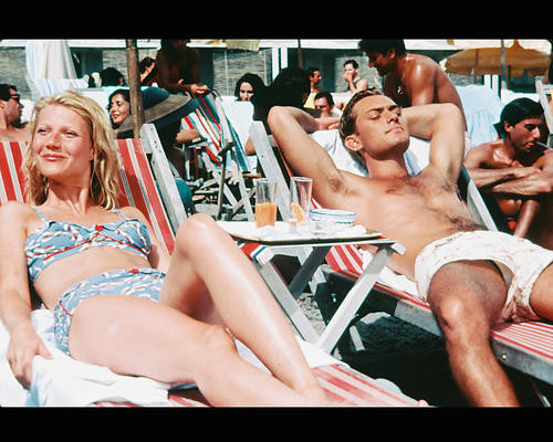 This is an image of 240562 Gwyneth Paltrow & Jude Law Photograph & Poster