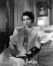 This is an image of 173279 Elizabeth Taylor Photograph & Poster