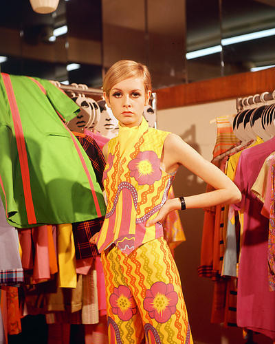 This is an image of 261429 Twiggy Photograph & Poster